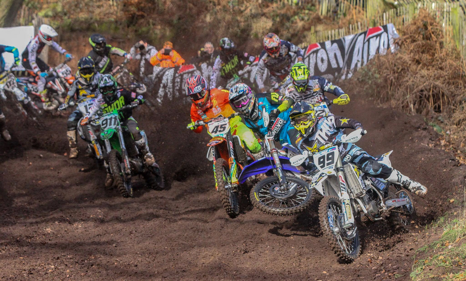 Max Anstie sneaks into the lead as Simpson loses control