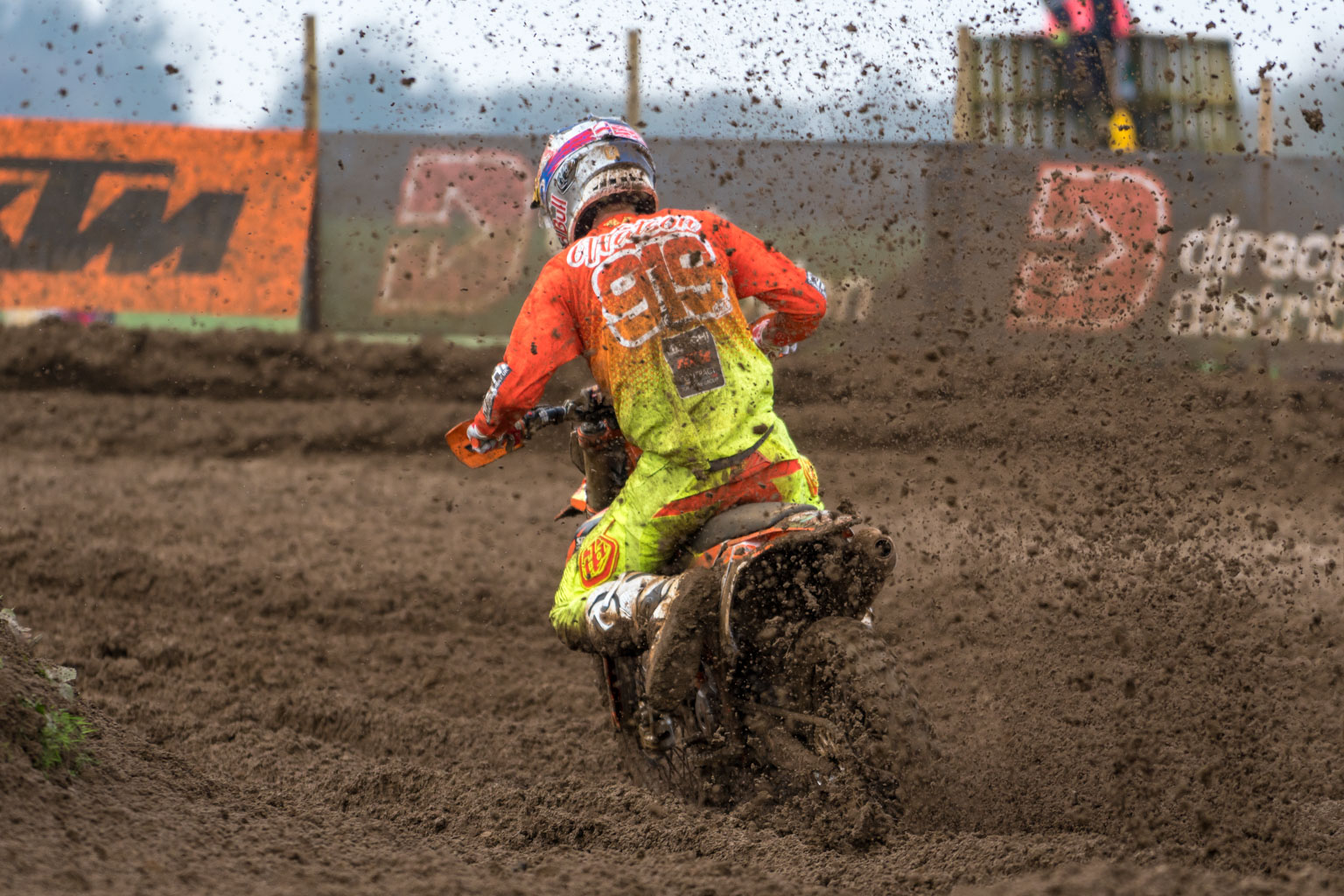 Ben Watson ploughs on to victory in MX2