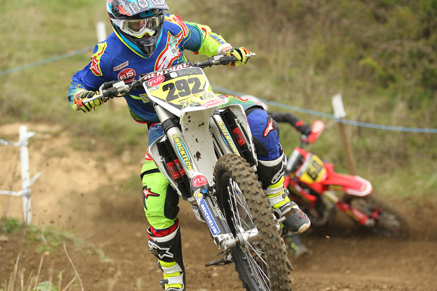 James Dodd leading Shane Carless in MX1