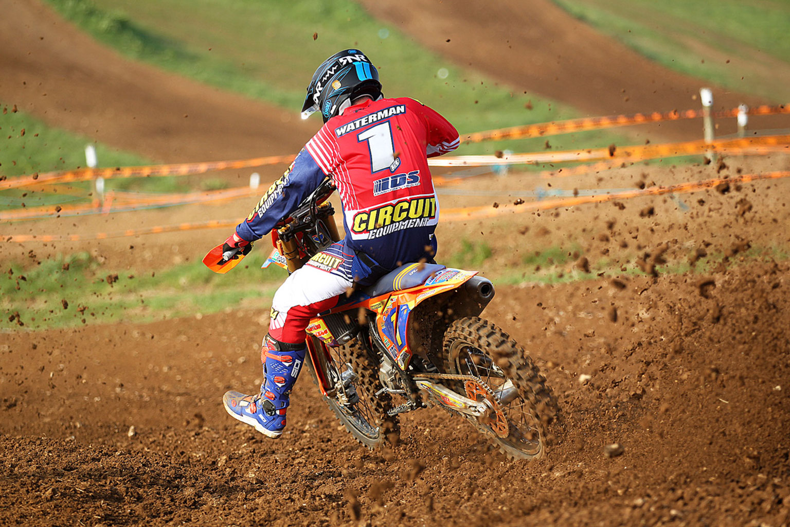 Josh Waterman blasting to 2nd in MX2