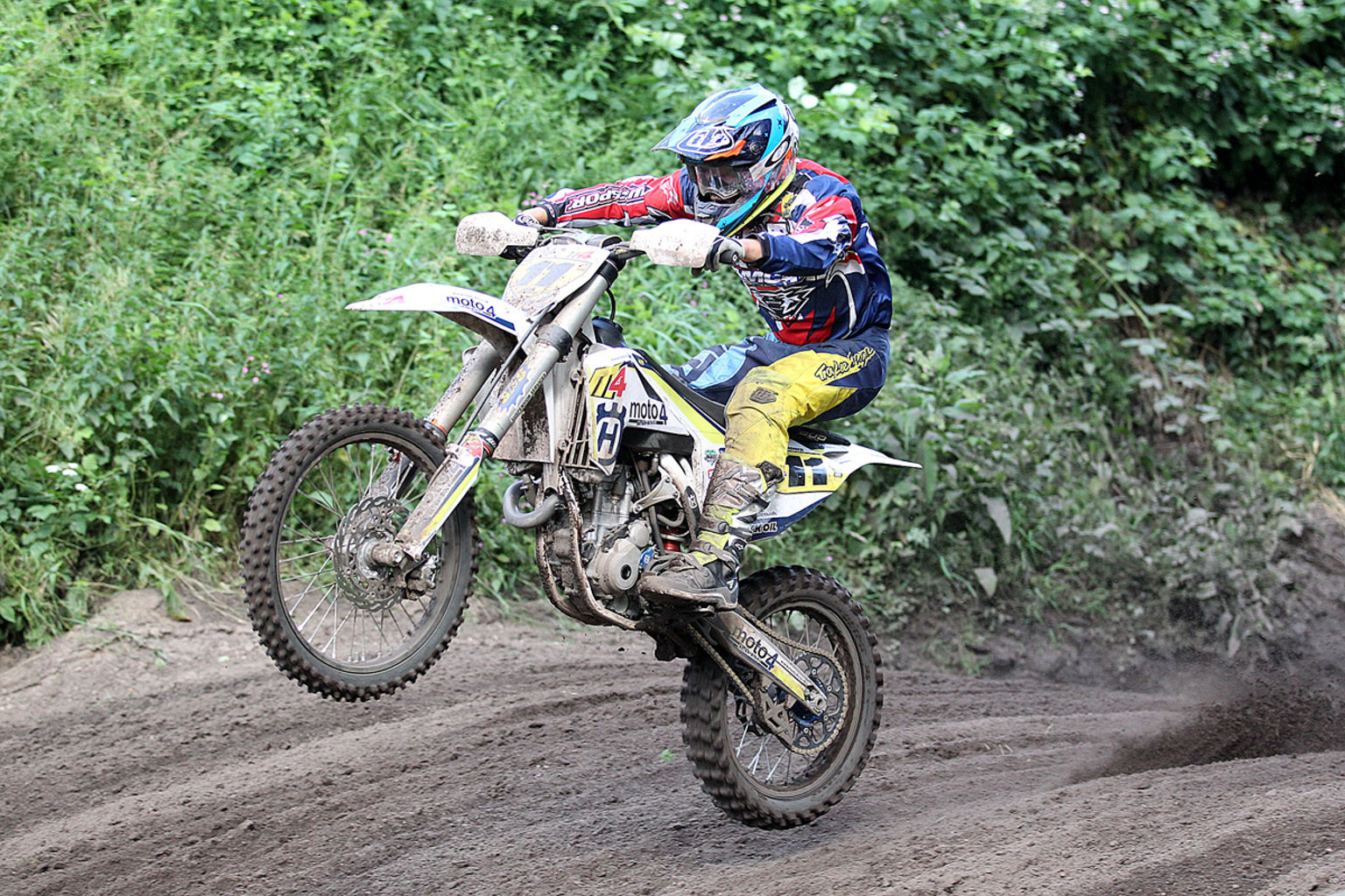 Jack Gardner attacking moto three
