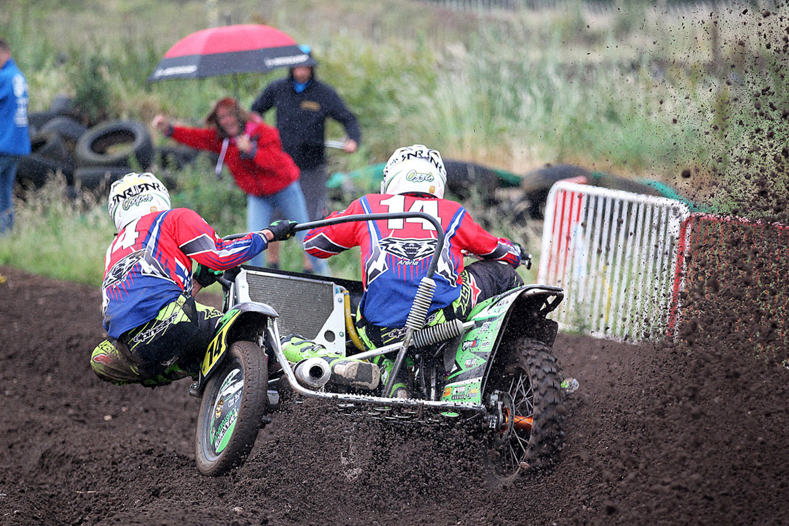 Sam Osbaldiston and Nathan Cooper receiving support in Sidecar moto one
