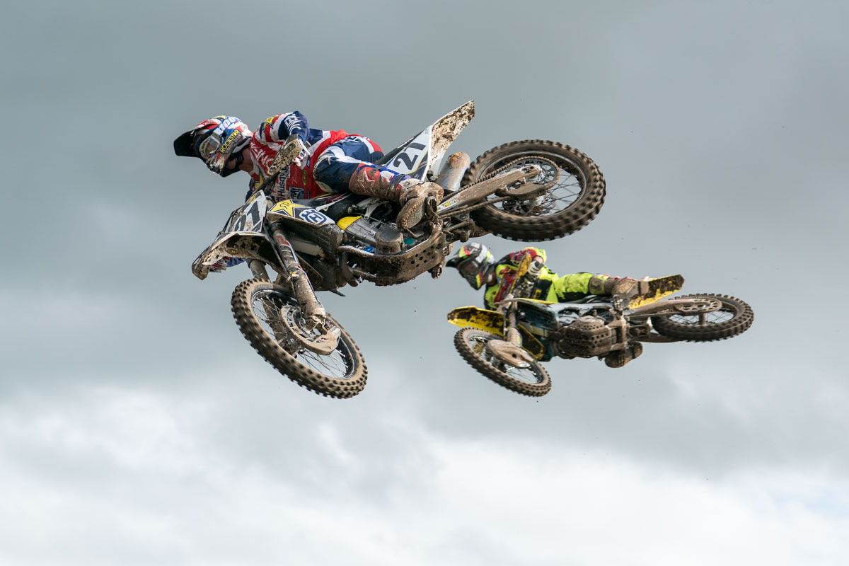 Dean Wilson fights off Kevin Strijbos