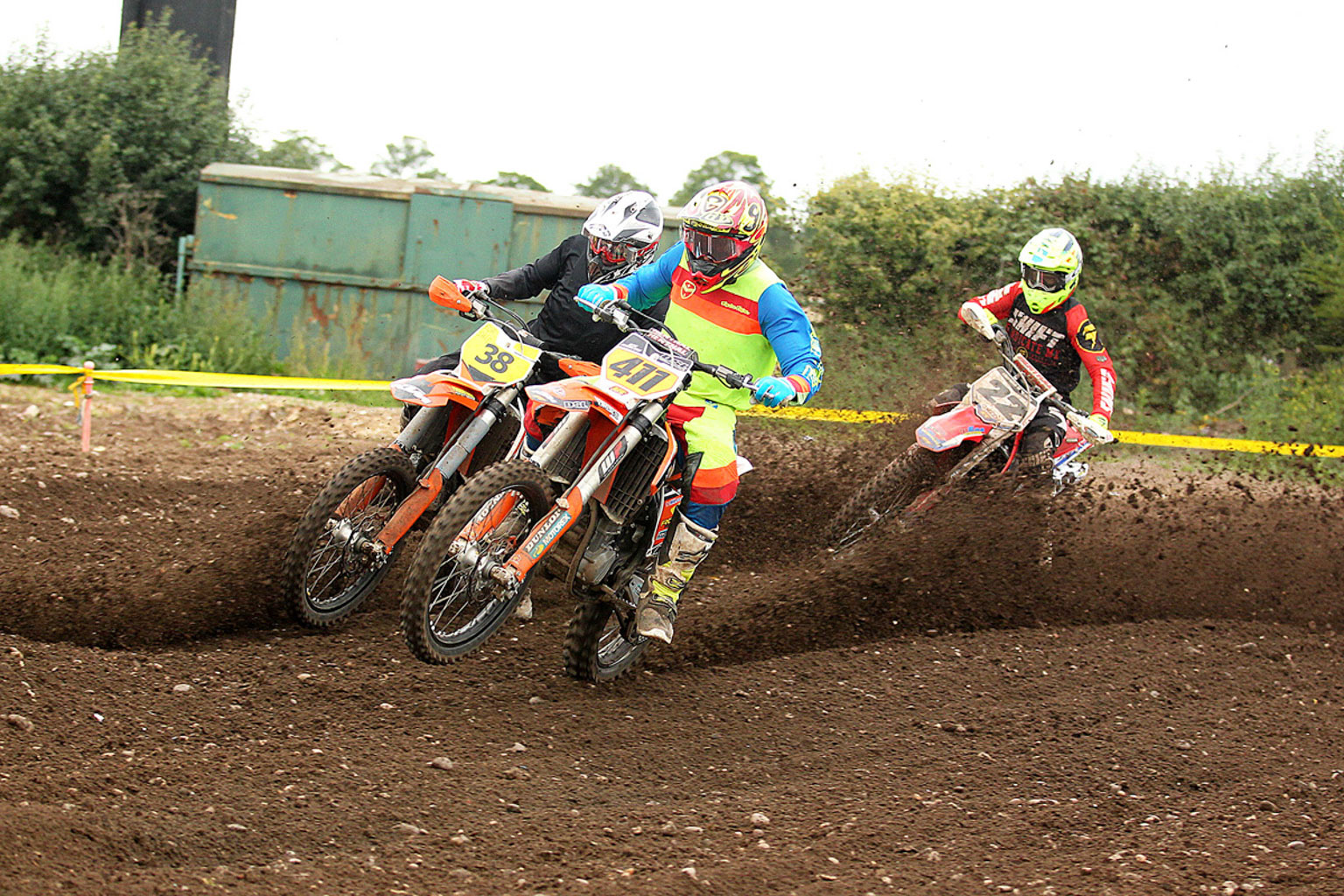 Ste Marlow(411) leads James Russell(38) and Brian Staples in a Vets battle