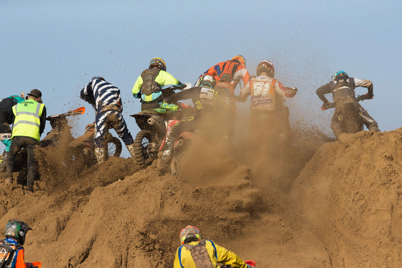 Graeme Irwin (Buildbase Honda) on his second lap while others try to get over the big dune on their first.