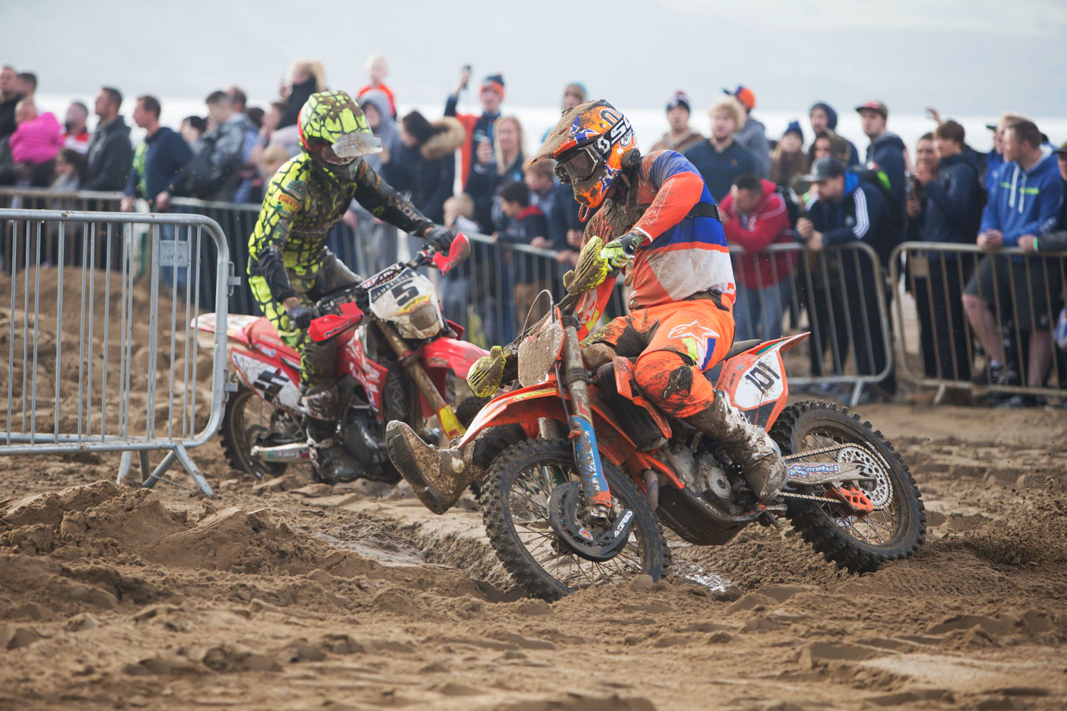 David Knight (KTM) and Graeme Irwin (Buildbase Honda) battle