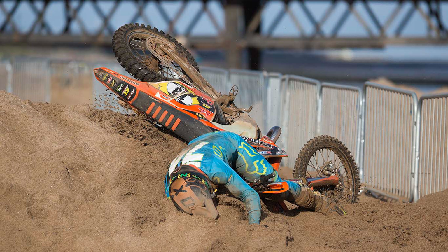 Sean Wainwright (KTM) hits the sand