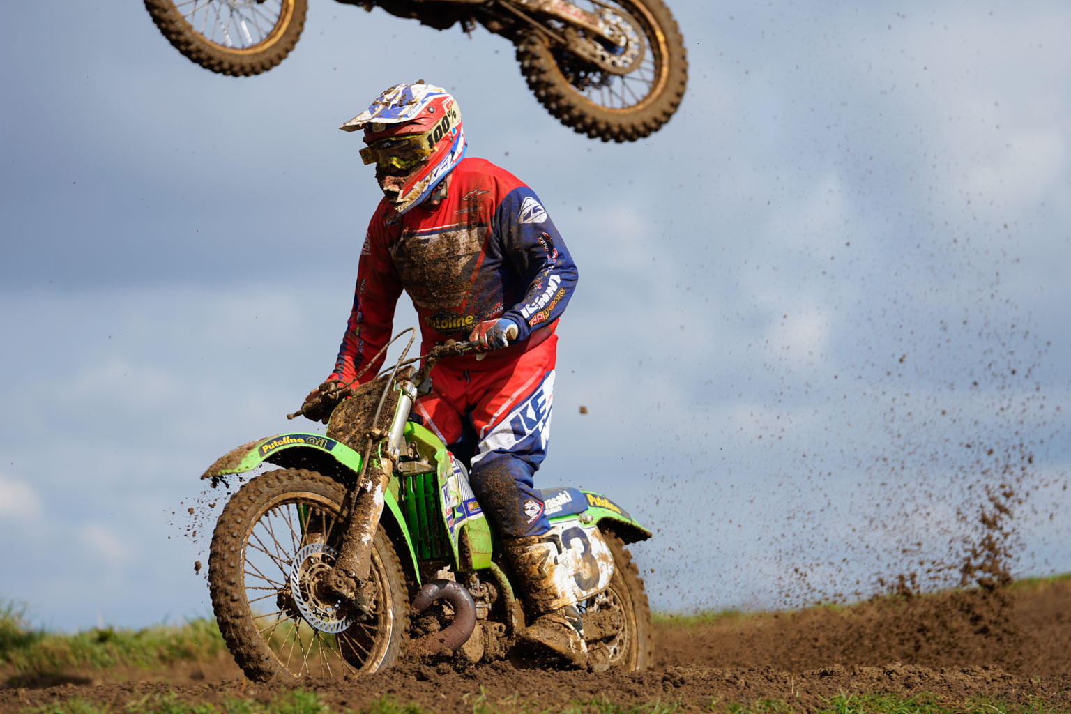 He's above you! Brian Wheeler rides the old KX500 and takes the low route while others obviously don't