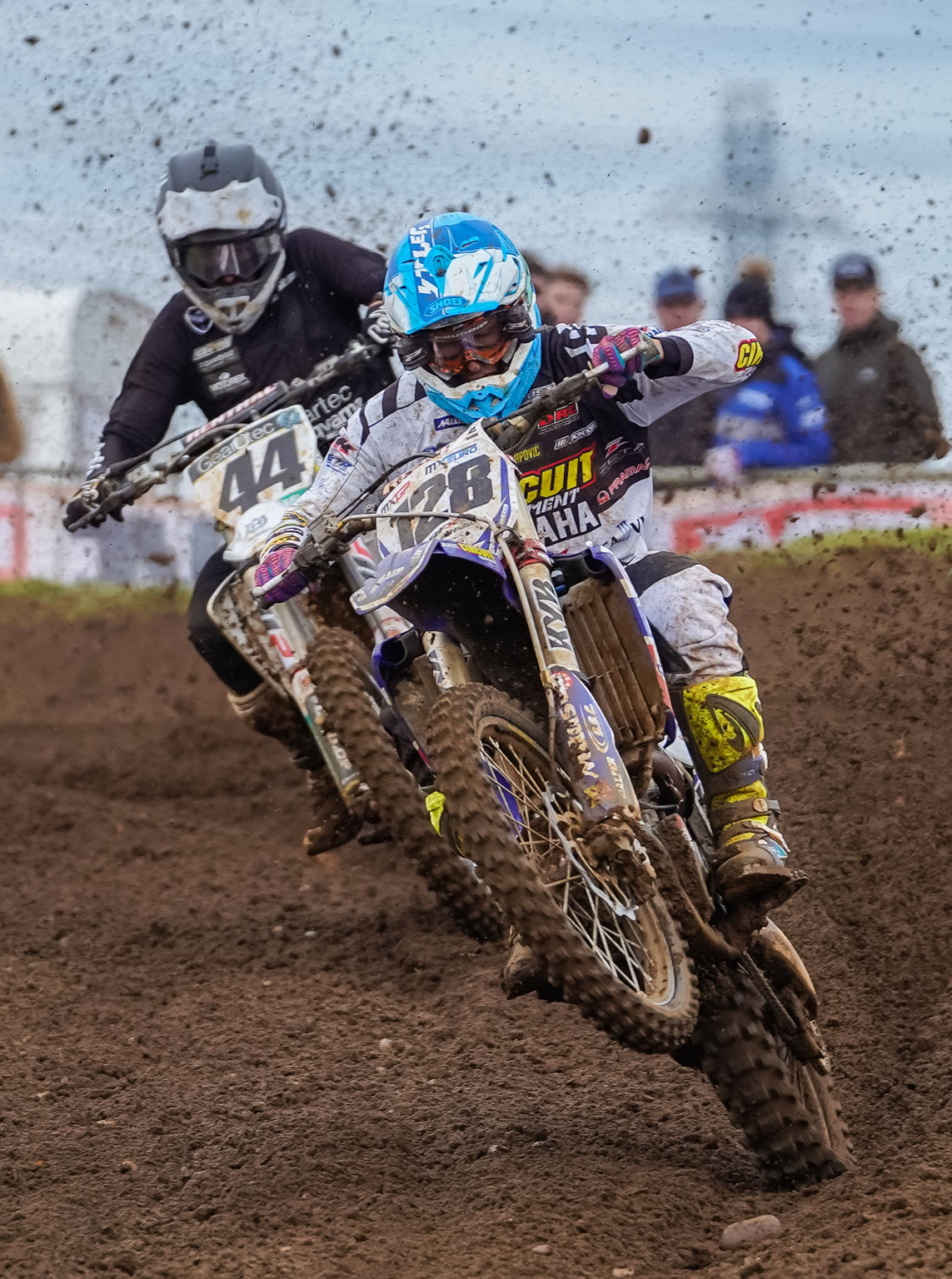 Ivo Monticelli leads Elliott Banks-Browne in the final moto of the day